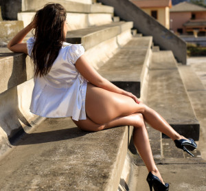 Savannah hot ass, high heels, outdoor